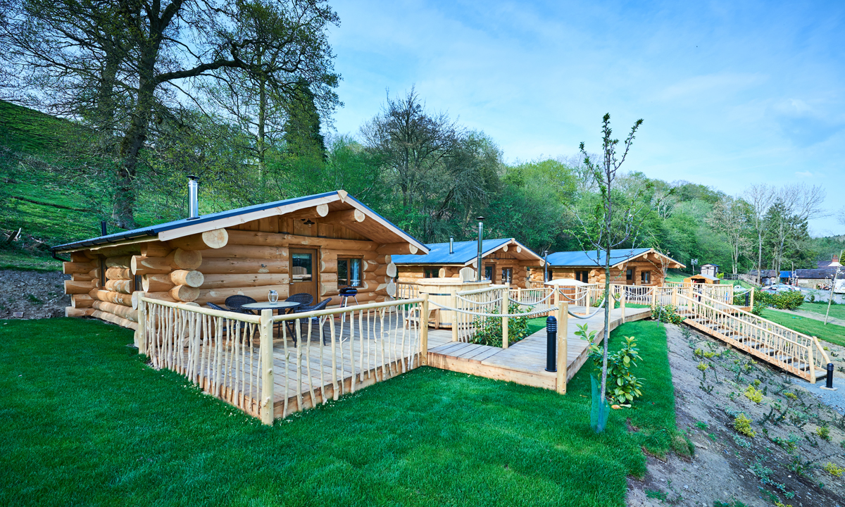 MOUNTAIN EDGE SHROPSHIRE LOG CABINS LOG ACCOMMODATION - log cabins shropshire